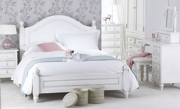 White Shabby Chic Painted Furniture 600 x 363